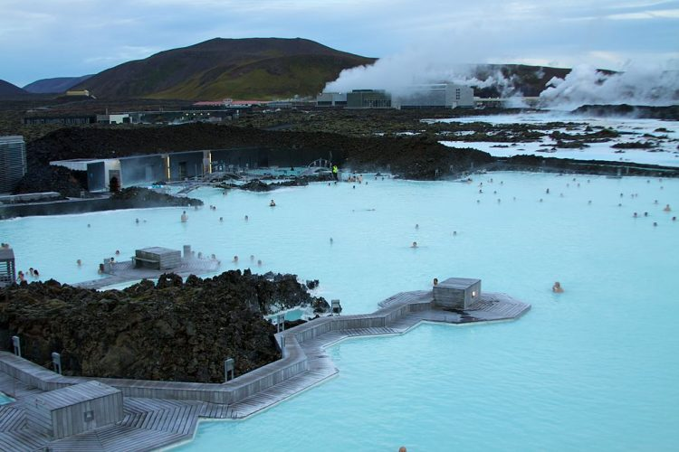 By McKay Savage from London, UK (Iceland - Blue Lagoon 09 Uploaded by russavia) [CC BY 2.0 (http://creativecommons.org/licenses/by/2.0)], via Wikimedia Commons