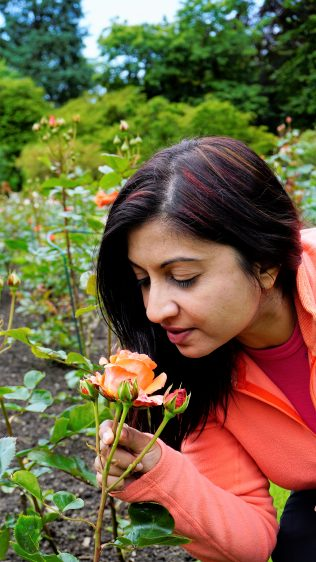 Bergen Rosendal Smelling Roses