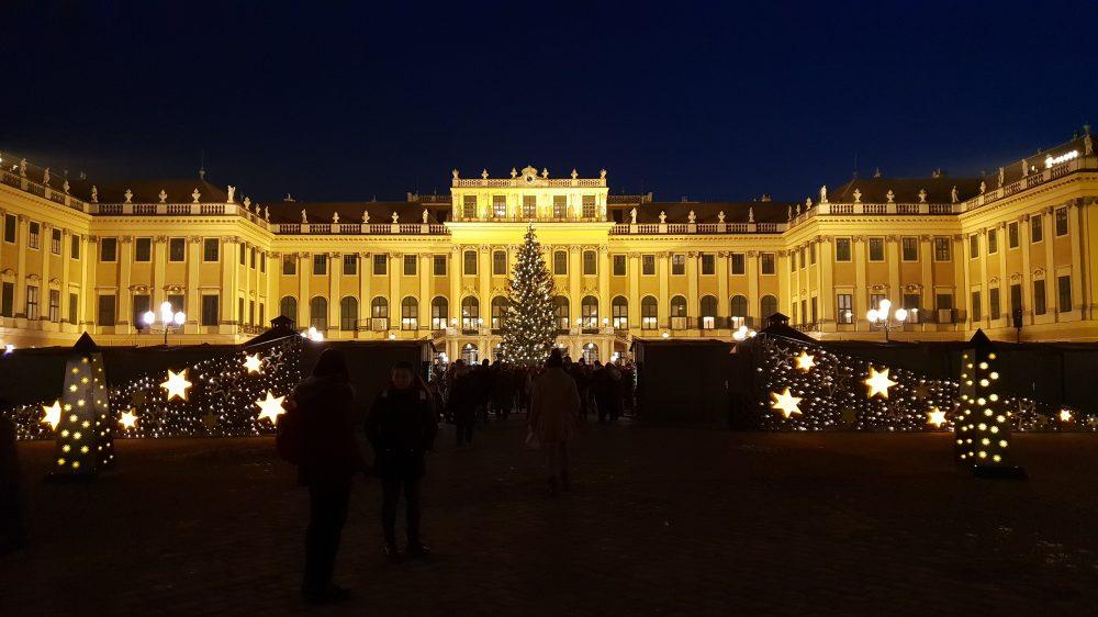 Vienna Schonbrunn at night 2