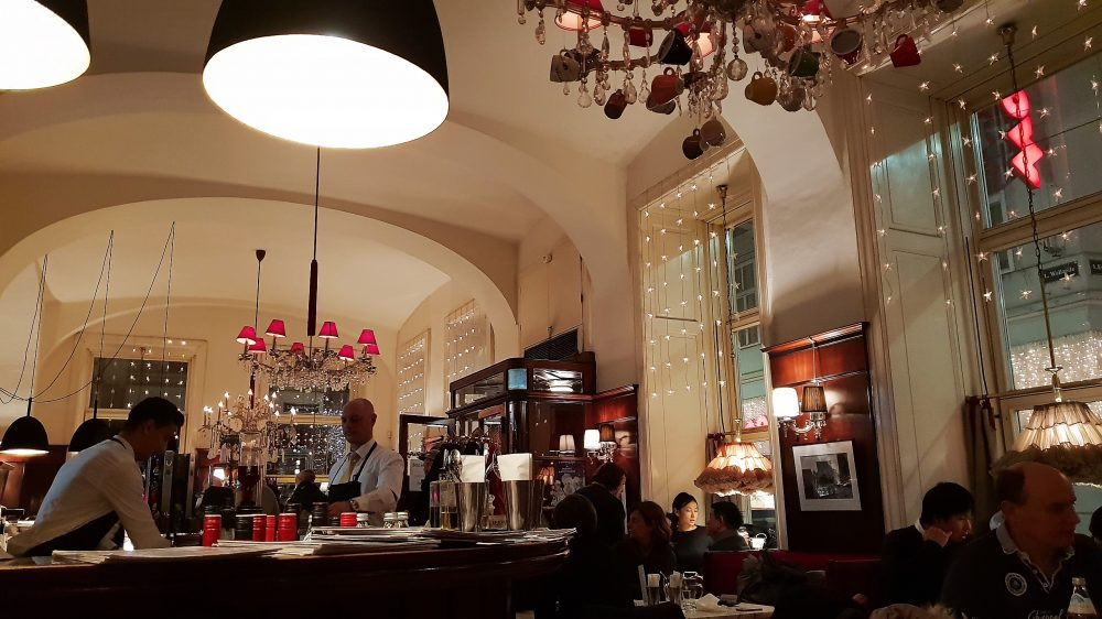 Vienna Cafe Diglas Interior